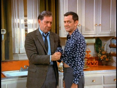 a summary of the odd couple The odd couple by neil simon archived 5 november-22 december 2016 southbank theatre, the sumner duration: approximately two hours and 10 minutes, including interval overview synopsis cast & creatives news & reviews venues more information.