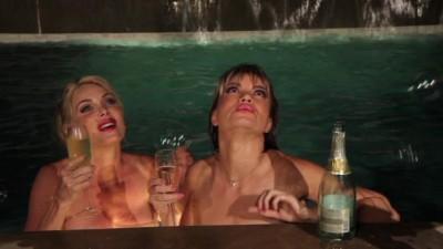 showgirls elizabeth berkley naked