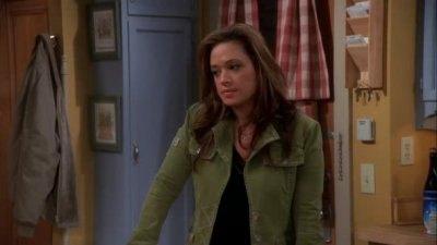 remini carrie heffernan as Leah